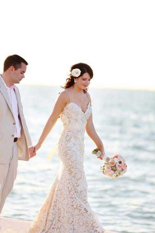 L abito da sposa  Un abito chic per un matrimonio originale - Robeie.com 16400f7f33e